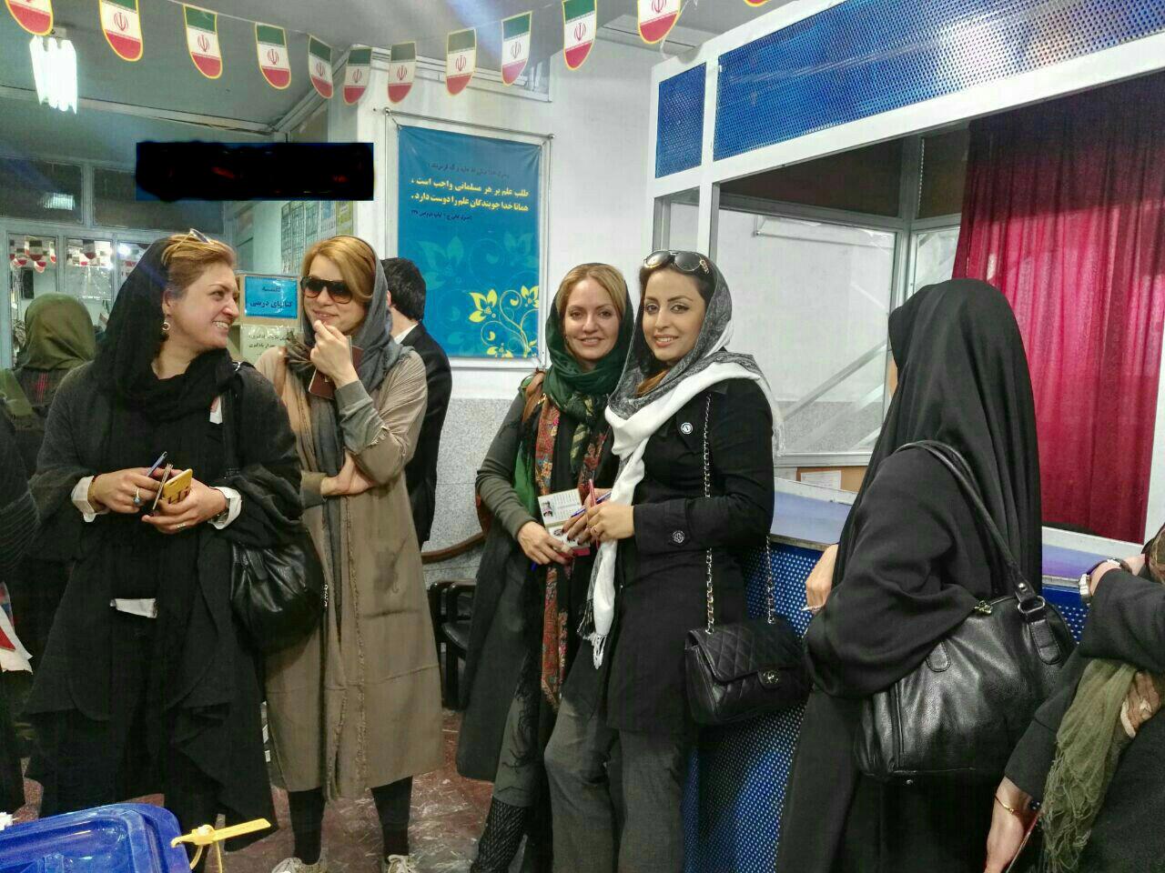 مهناز افشار رای خود را به صندوق انداخت(تصویر)