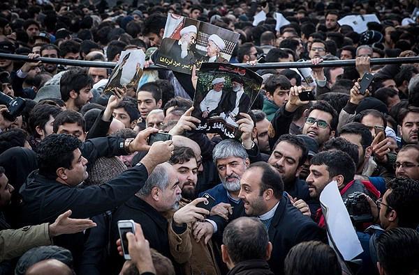 سلفی با علی مطهری در بدرقه هاشمی (تصویر)