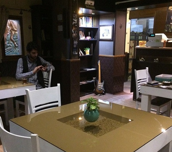 کافه شهاب حسینی چه شکلی است؟ (تصویر)