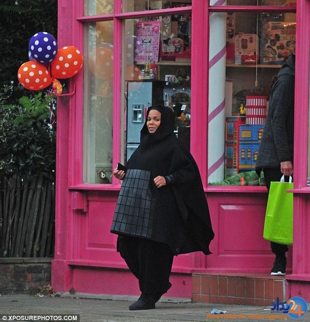 خواهر مایکل جکسون با پوشش اسلامی مقابل دوربین رفت (تصاویر)