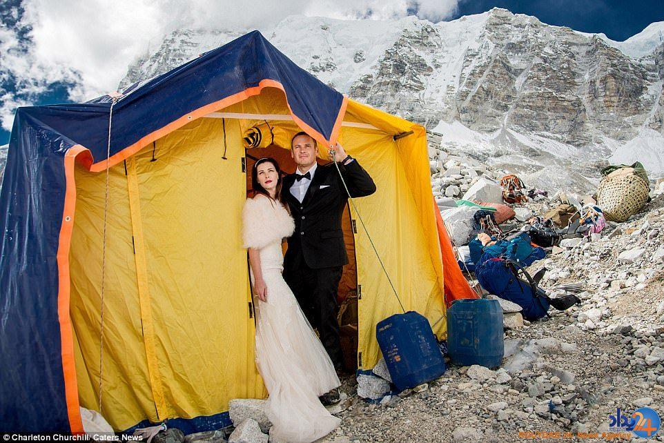 عروسی بر فراز آسمان روی اورست (تصاویر)
