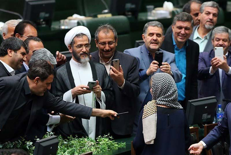 نمایندگان مجلس تا چه اندازه وابسته به شبکههای اجتماعی هستند؟