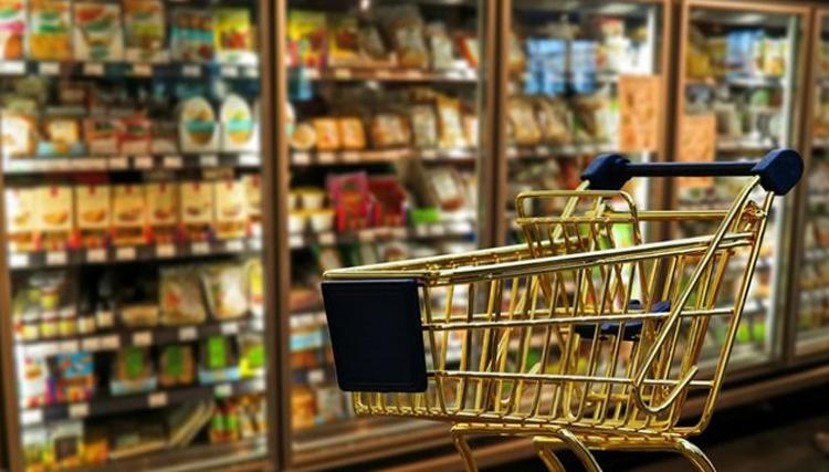 بازار تخلف به دست روغنفروش ها افتاد / ردپای پتروشیمیها در صادرات قوطیهای پلاستیکی روغن !