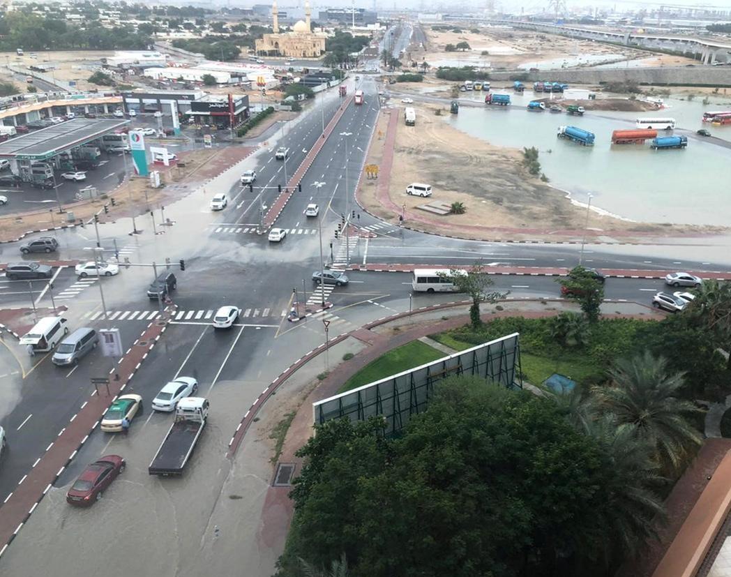 سیل در شهر و فرودگاه دبی +عکس