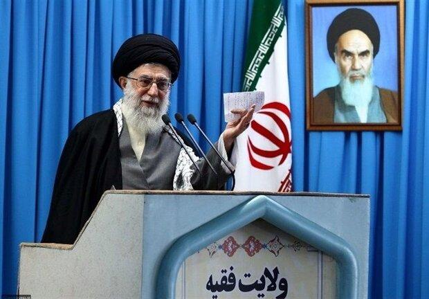 رهبر انقلاب در نماز جمعه: خدا پشت گردن افراد میزند تا اعتراف کنند/ این روزها تاریخ ساز هستند