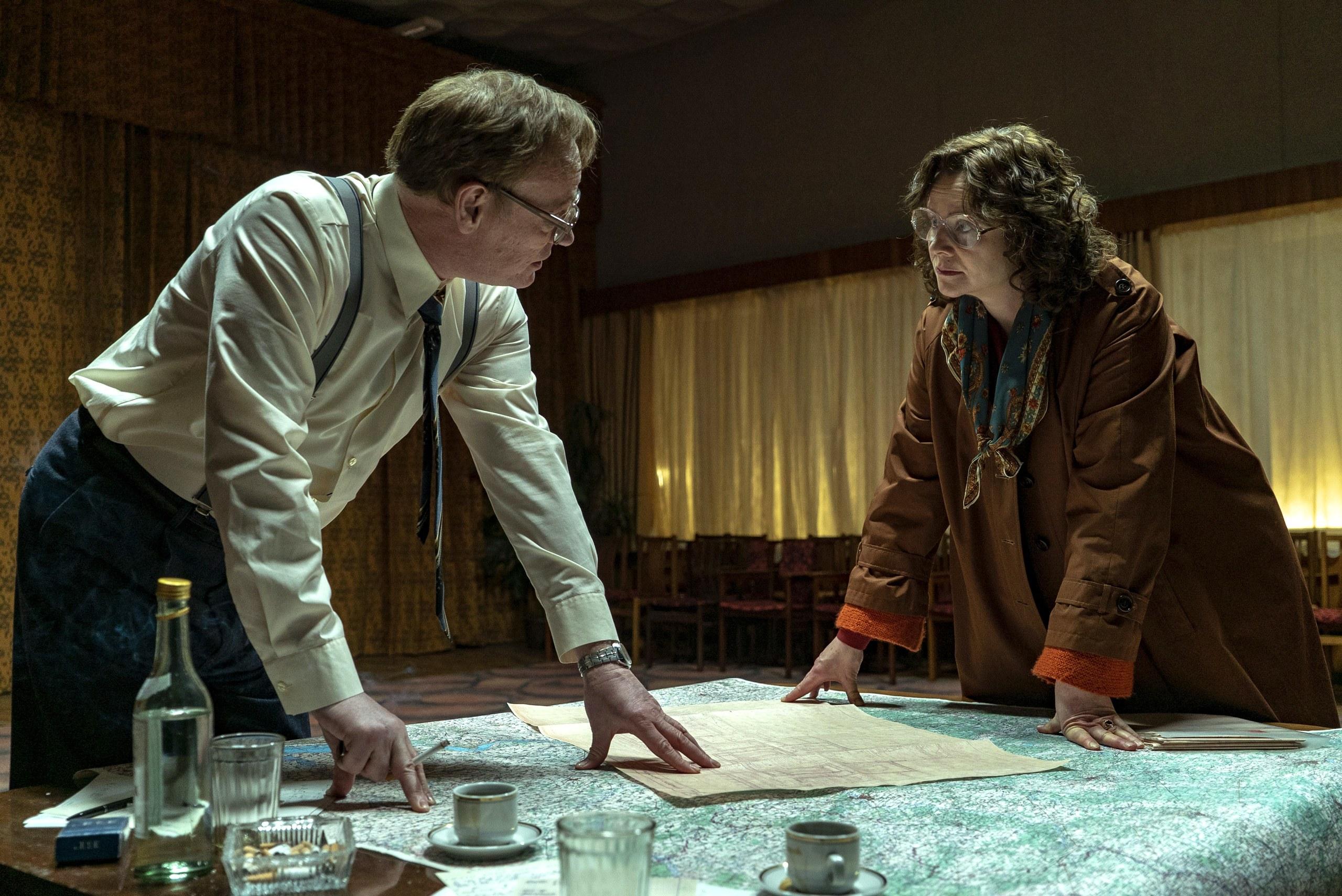 کدام بخش سریال «چرنوبیل» دروغ بود؟/ هدف هالیوود از ساخت سریالی درباره «نیروگاه هستهای» چیست؟