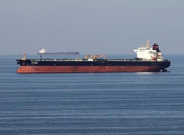 انفجار ۲ نفتکش در دریای عمان/ نفتکشها از پاکستان و عمان درخواست کمک کردند
