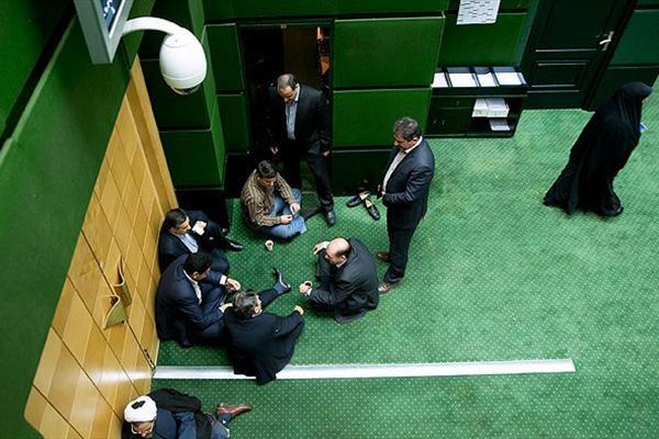 مجلس در یک سال گذشته مشغول چه کاری بود؟