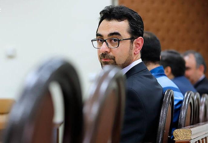 مداخله در بازار ارز با نامه شمخانی و دستور روحانی انجام شد/ وزارت اطلاعات صلاحیت آقاخانی را تایید کرده بود