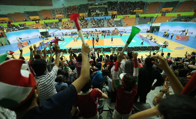 پشت در آهنی آزادی/ فدراسیون چه نقشی در مماتعت زنان از ورود به ورزشگاه دارد؟