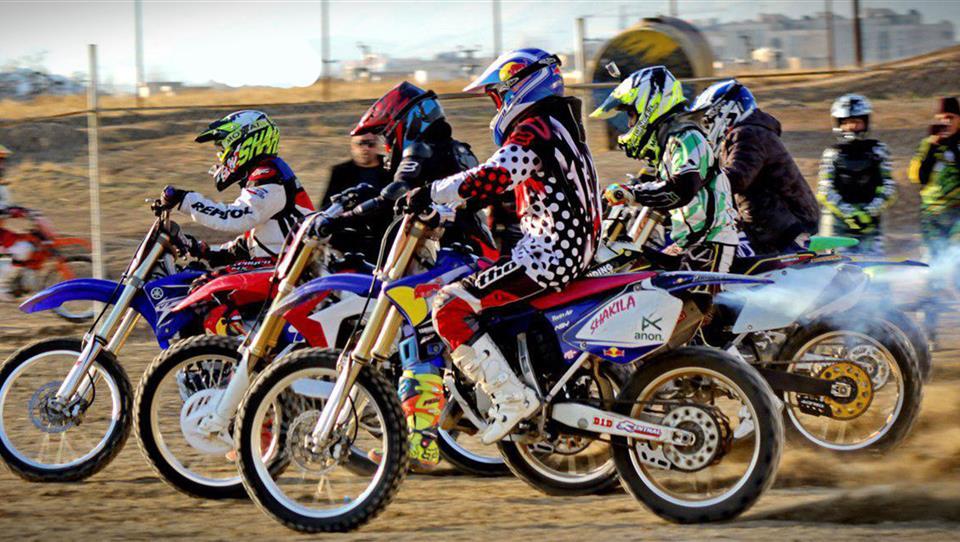 رقابت زنان موتورسوار در اولین مرحله از مسابقات کراس قهرمانی کشور