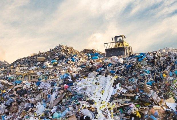 ایجاد انواع بیماریها در مناطق اطراف آرادکود/ارتفاع زبالهها در این منطقه به ۶۰ متر رسید