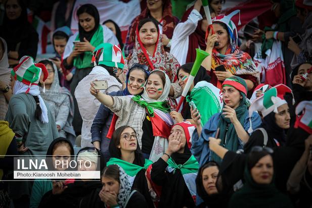 حضور زنان در ورزشگاه آزادی +چند تصویر ویژه