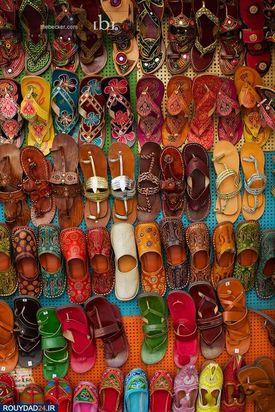 دمپاییهای بومی با رنگهای مختلف