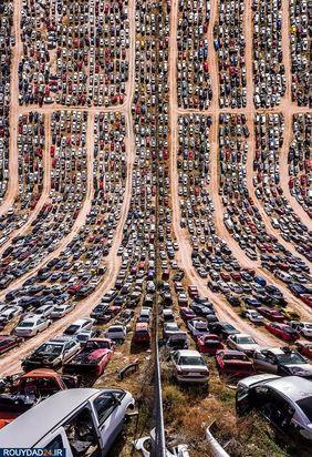 با انبوه ماشینها در کنار هم، تصویر خارق العادهای ثبت شده است