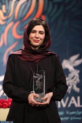 سیمرغ بلوربن بهترین بازیگر نقش اصلی زن اهدا شد به نازنین احمدی برای فیلم