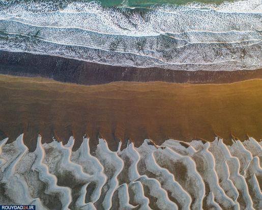 شنهای یخ زده و دریا