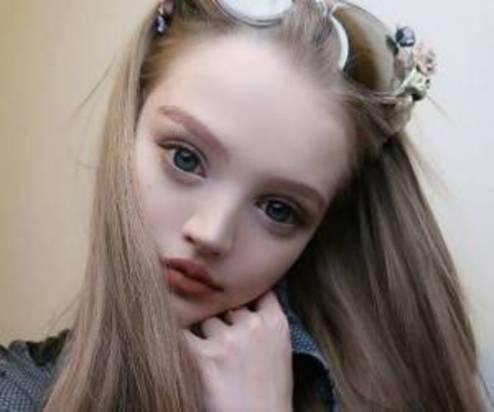 دختر عروسکی